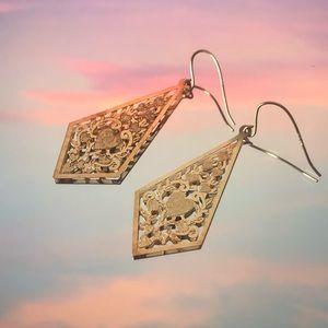 Jewelry - 10k gold dangling earrings